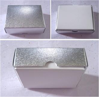 銀色ギフトボックス ケース+包装+リボン 100円