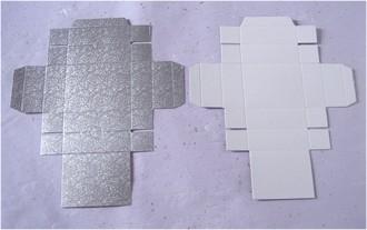 銀色のほうはふた、白いほうは受け箱です。